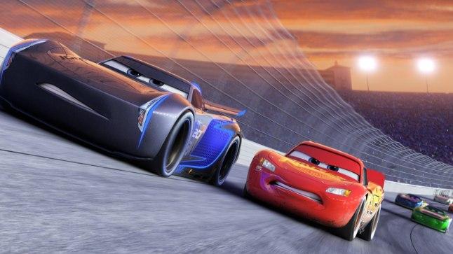 TULINE RINGRAJAHEITLUS: Uut «Autode» filmi on tulnud oodata kuus aastat. 3D-animatsioonis peab tuttav punane Pikne McQueen võistlema uue põlvkonna  kihutaja Jackson Tormiga.