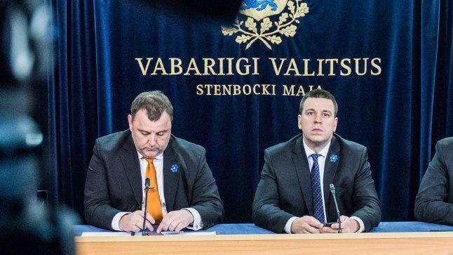 Valitsuse liikmed (paremalt): peaminister Jüri Ratas ja rahandusminister Sven Sester.