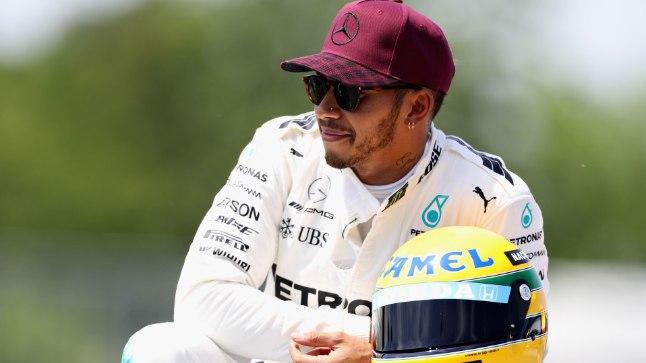 Hamilton sai kingiks Ayrton Senna kiivri.
