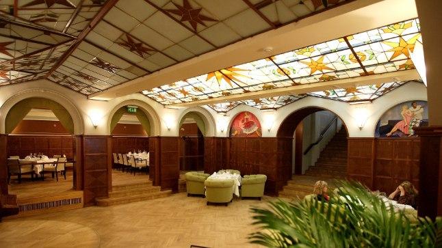 Athena majas asuva restorani Volga klaaslagi peaks oma õige koha varsti tagasi saama.