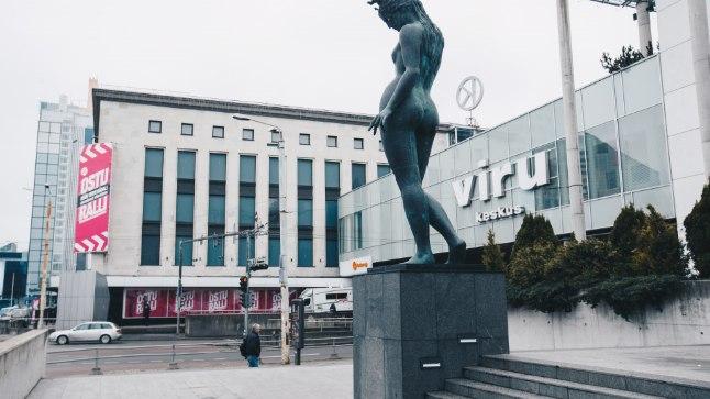 2004. aastal tabas kaubamaja fassaadi Viru keskuse galerii.