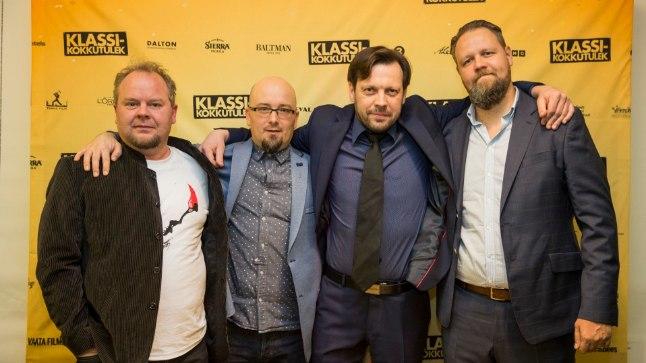 """""""Klassikokkutulek"""" on taasiseseisvumise aja vaadatuim Eesti film. Pildil koos režissöör René Vilbrega (vasakult teine) filmi staarid Ago Anderson, Mait Malmstein ja Henry Kõrvits."""