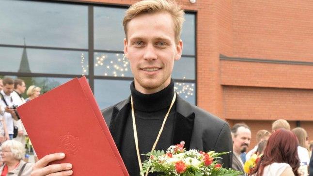 DIPLOM KÄES! Karl Robert Saaremäe lõpetas kultuuriakadeemia teatrikunsti eriala 11. lennu.