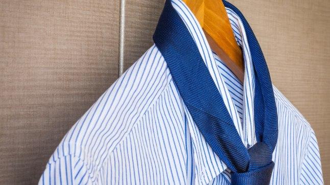 MEES EMA KLEIDIS: lühikestes pükstes töökeelu saanud mees tõmbas selga kleidi