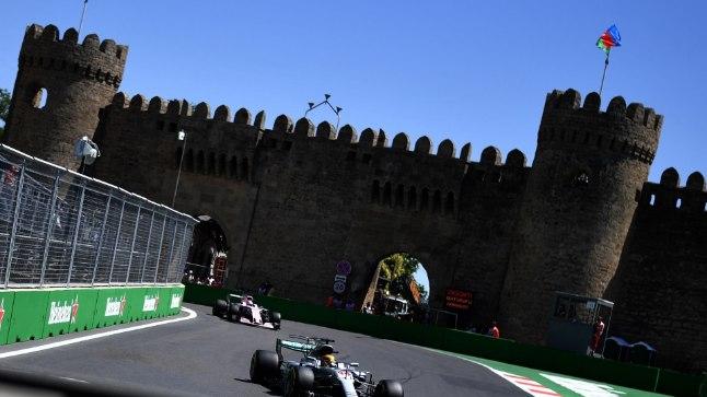 Lewis Hamilton Bakuu ringrajal.
