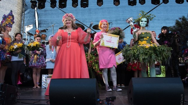 Смотри, кто пришел <font color=&quot;#d30008&quot;>на потрясающий Бал цветов</font> в Таллинне