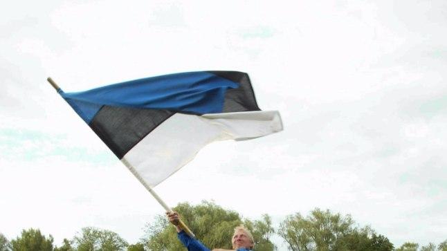 AJALUGU: 2004. aastal tõid Eestile esimese Euroopa superliiga võidu Indrek Turi (ees vasakul), Päärn Brauer, Kristjan Rahnu (taga vasakul) ja Madis Kallas. Lippu lehvitab peatreener Tõnu Kaukis.