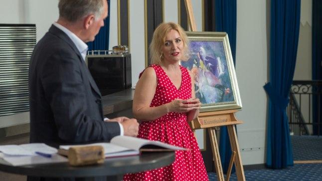 Kirjanik Evelin Kivimaa esitles oma kümnendat raamatut, mis seekord oli inspireeritud Edgar Valteri maalidest.