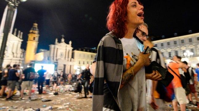 Paanika Torinos San Carlo väljakul keset Meistrite liiga finaali ühisvaatamist.