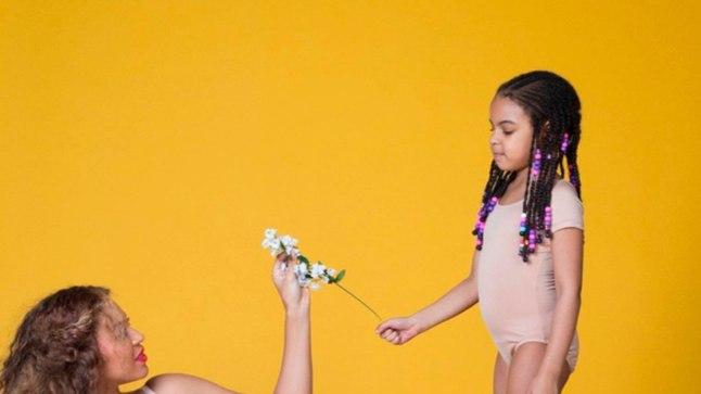 Beyoncé avaldas rasedusest teatades hulga fotosid, sealhulgas selliseid, kus temaga koos poseeris Blue Ivy.