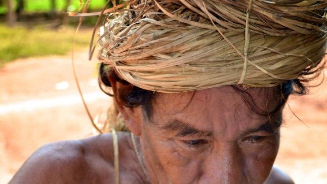 Amazonase Yagua hõimu mees chichat joomas.
