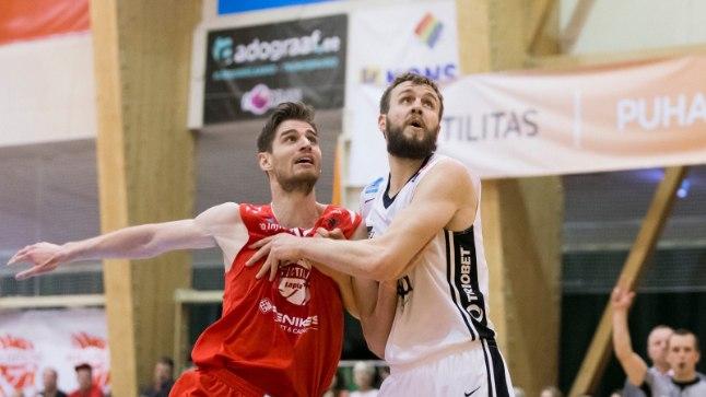 Thomas van der Mars (punases) võitlemas Janar Taltsiga.