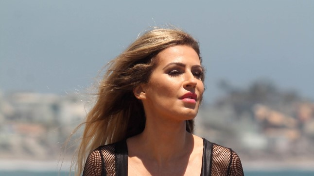Playboy modell Ana Braga Malibu rannal.