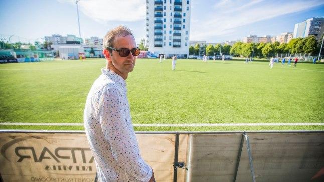 LASNAMÄE LUMMUSES: Jalgpallifänn Matt Walker tutvus Tallinna vaatamisväärsustega eelmisel riigivisiidil, möödunud nädalavahetusel keskendus ta põhilisele ehk vutile.