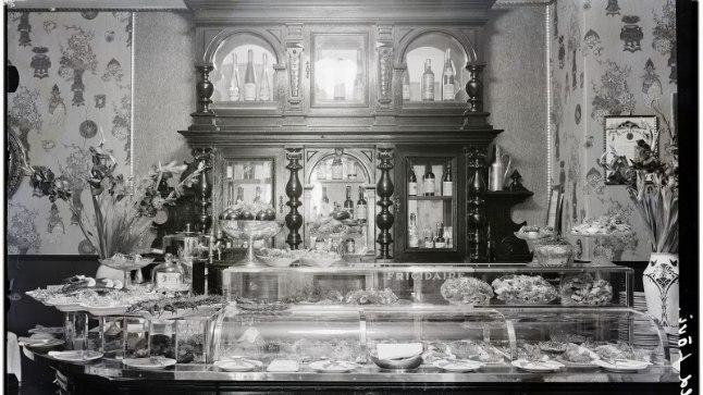 Tallinna kõige vanem, suurem ja kuulsam hotellrestoran oli 1817. aastal asutatud Kuld Lõvi.