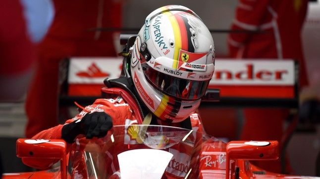 Sebastian Vettel oma kilbiga masinas.