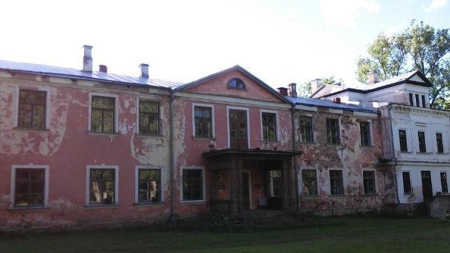 Ajaloolise tähtsusega Abja mõisahoone, mis on praegu müügis