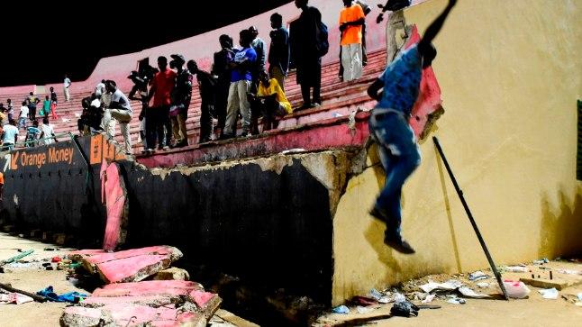 Dakari kokku kukkunud staadioni sein.
