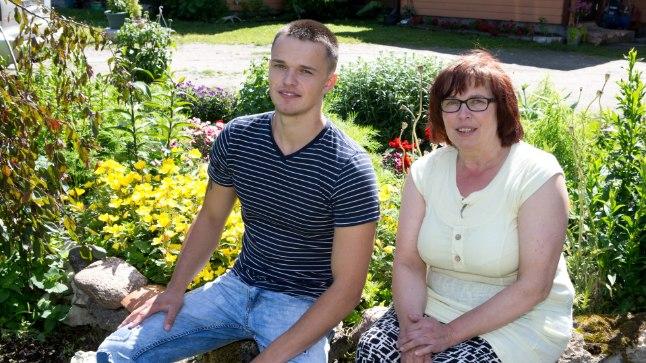 ÕNNELIKULT KOOS: Timo koos ema Evega. Veel praegugi mõtleb noor mees aeg-ajalt  21 aastat tagasi juhtunule.