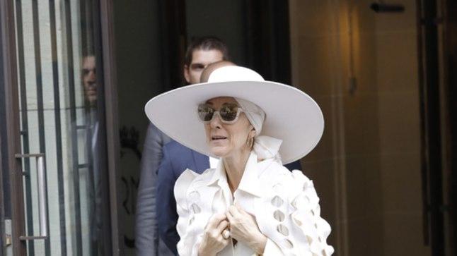Celine Dion paistab viimasel ajal silma ekstravagantse rõivastuse poolest.