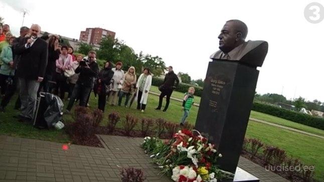 Maardu linnapeale Georgi Bõstrovile avati 17. juulil 2017 mälestussammas.