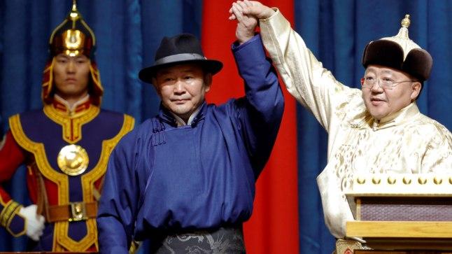 UUS RIIGIPEA: Mongoolia uus president Haltmaagijn Battulga (54, keskel) andis parlamendi ees ametivande 10. juulil.