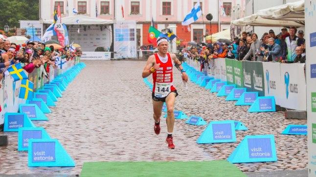 Maailmameistri finiš: orienteerumise MMi sprindi võitis Tartu Raekoja platsil šveitslane Daniel Hubmann.
