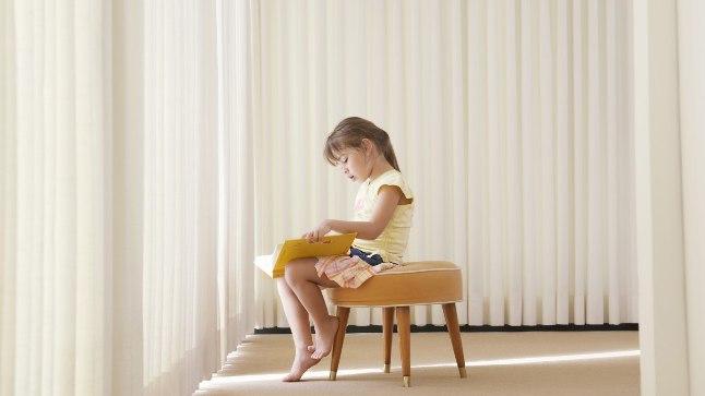 Aspergeri sündroom jääb paljudel juba tüdrukueas märkamata.
