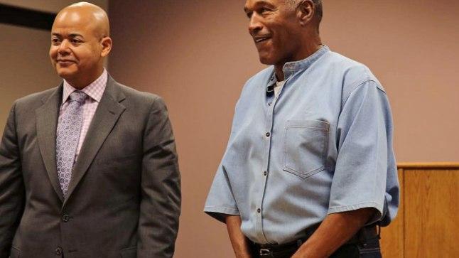VABA MEES: O.J. Simpson (paremal) pääses  vanglast välja