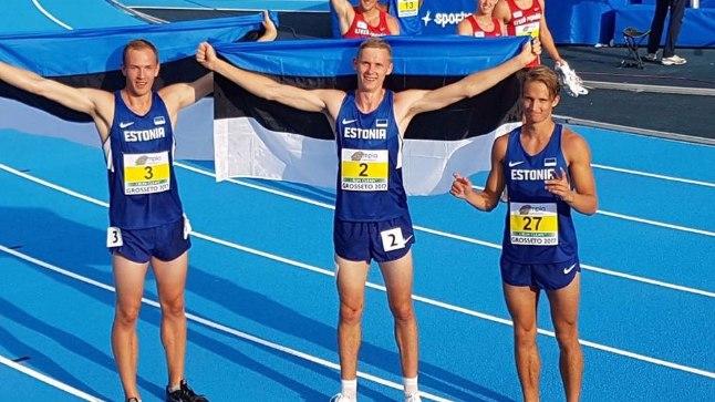 Karel Tilga (vasakult), Johannes Erm ja Kristo Simulask hoidsid nädalavahetusel Eesti lippu kõrgel