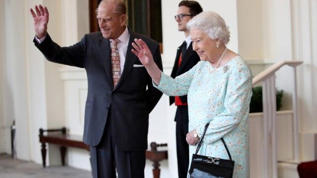 Prints Philip paneb ametikohustused maha uhkel paraadil