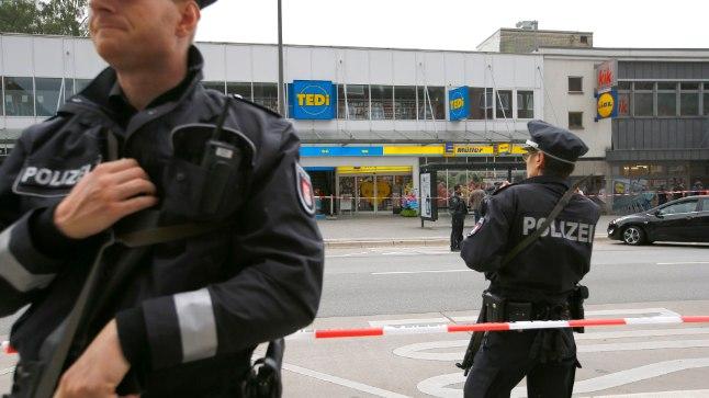 <font color=&quot;#d30008&quot;>VIDEOD |</font> Matšeetega hullunud mees karjus araabia keeles ja ründas Hamburgis inime