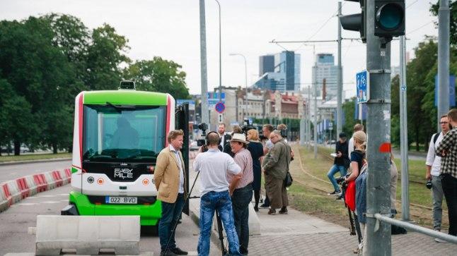 GALERII   Tallinnas hakkasid liikuma isesõitvad bussid