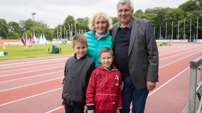 KADRIORUS: Kümnevõistluse eksmaailmarekordiomanik Nikolai Avilov vaatas Tallinnas Euroopa mitmevõistluse superliigat koos abikaasa Valentina ja kahe lapselapsega.