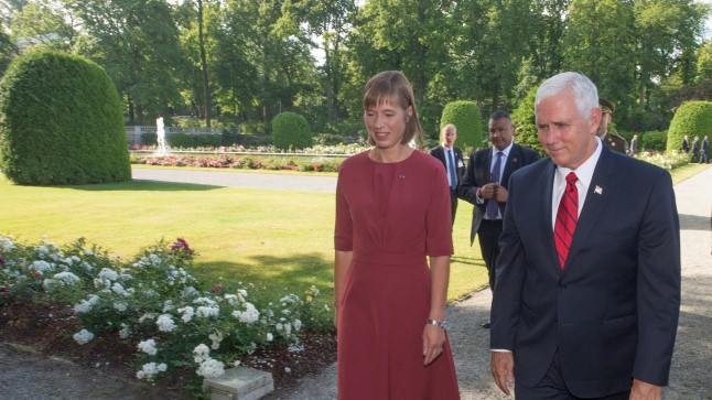 Kersti Kaljulaid ja Mike Pence Kadriorus