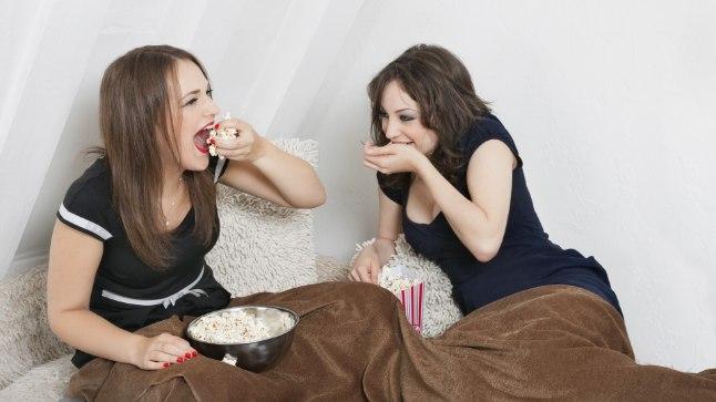 Kui tahad normaalkaalus püsida, unusta voodis söömine.