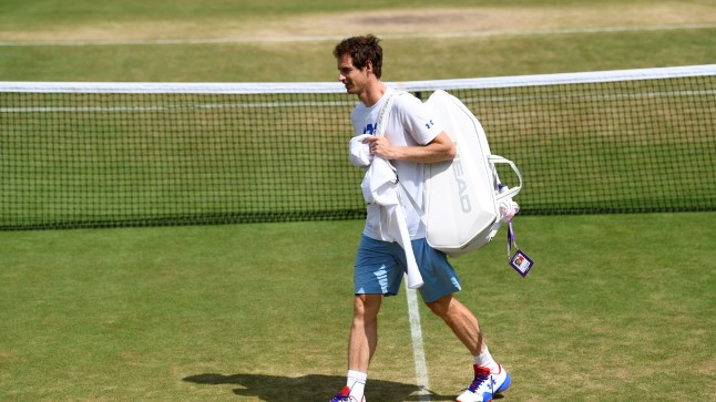 Andy Murray muruväljakul jalutamas.