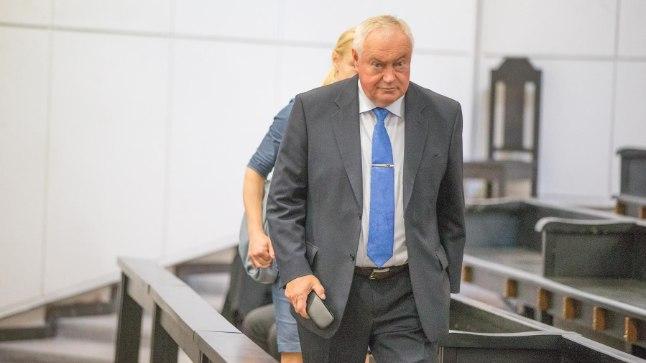 """PIINLIK: """"Savisaar ütles, et parteil on ikka raha vaja, mis on loogiline,"""" meenutas Villu Reiljan kohtu ees ärimees Vello Kunmani 20 000 euro pakkumist Keskerakonnale."""
