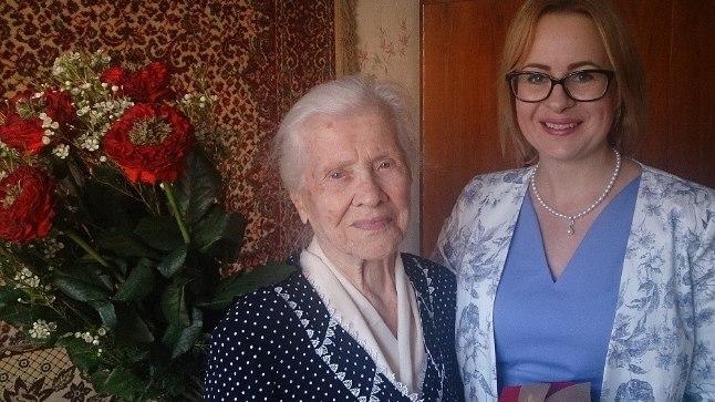 100aastane lasnamäelane Maria Gridneva (vasakul) ja Lasnamäe linnaosa vanem Maria Jufereva.