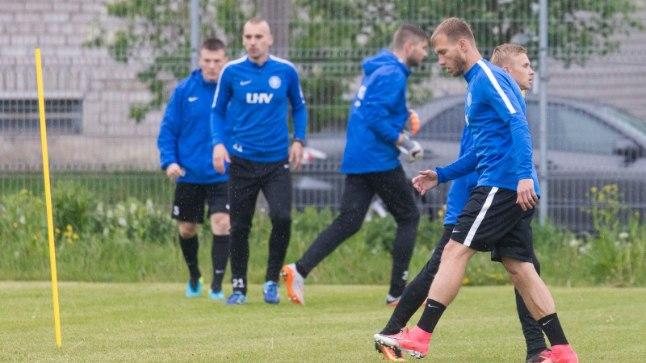 Eesti jalgpallikoondis treeningul.