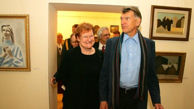 2010. aastal külastas Tarja Halonen Soome presidendina riigivisiidi käigus Viinistu kunstimuuseumi. Sel nädalavahetusel on ta taas Eesti põhjarannikul. Pildil koos muuseumi eestvedaja Jaan Manitskiga.