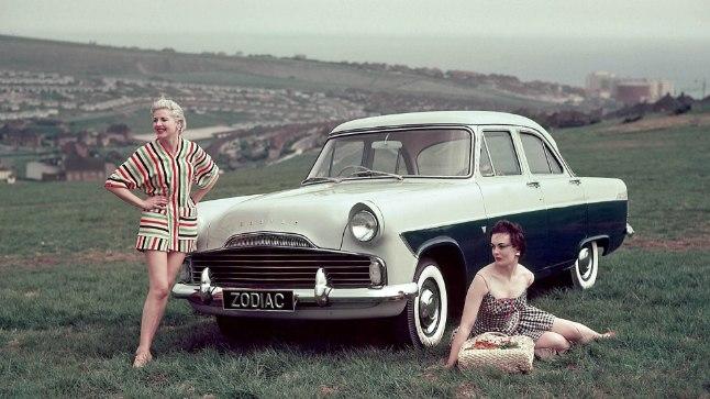 Sodiaak ehk kujuteldav taevavöö, millega kaasnevad tähtkujud ehk sodiaagimärgid, on mõjutanud ka autotootjaid. Aastatel 1950-1972 toodeti Inglismaal Ford Zephyri lukususvariandina autot nimega Ford Zodiac.