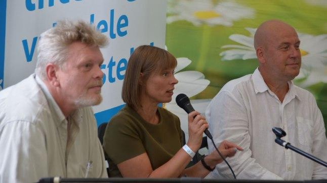 11. augustil arvamusfestivalil: president Kersti Kaljulaid (keskel) ja Artur Talvik (paremal).