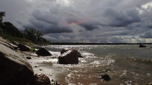 Гидрометеоцентр Эстонии в субботу передал предупреждение о приближающейся грозе, которая во второй половине дня ожидается в районе островов у западного побережья страны.