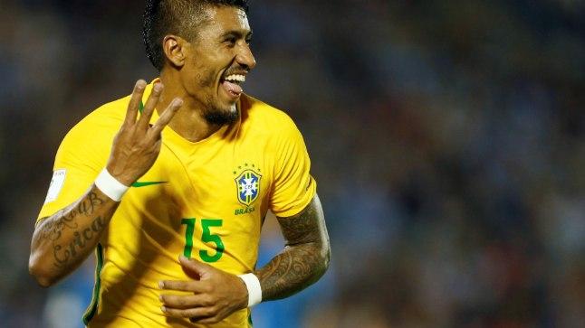 Paulinho Brasiilia koondise särgis.