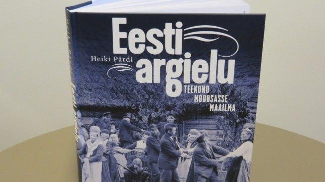 """Heiki Pärdi, """"Eesti argielu. Teekond moodsasse maailma"""", Tänapäev, lk 248."""