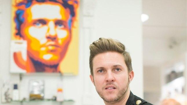 Денис Коваленко сегодня- признанный всеми стилист, гуру в своей профессии, а начинал он обычным парикмахером