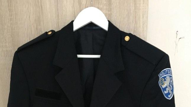 KAS ON IKKA SEADUSLIK? Hinnavaatluses müüakse 150 euro eest politsei vormiriietuse komplekti.