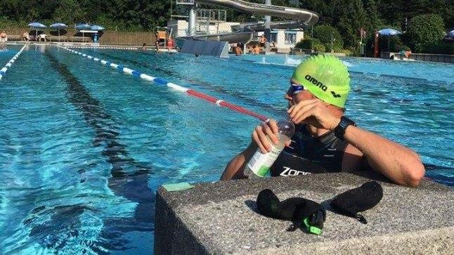 Rait Ratasepp välibasseinis, kus toimub võistluse esimene ala ehk 38 km ujumine.
