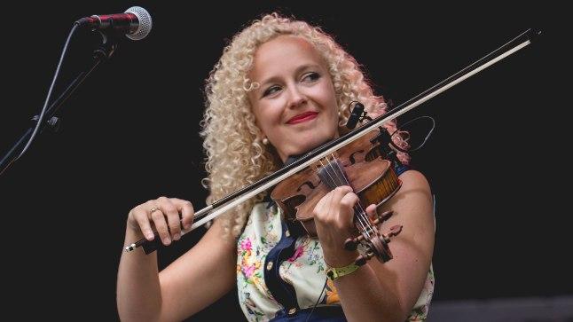 Kui tavaliselt Eeva Talsi laulab ja mängib viiulit, siis 20. augustil peab ta Kalevipoja kuju juures kõne.